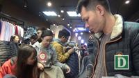 """Hà Nội: Đổ xô đi """"săn"""" hàng giảm giá trong ngày """"Black Friday"""""""