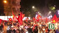 """Hàng vạn cổ động viên """"nhuộm đỏ"""" Hà Nội sau chiến thắng của U23 Việt Nam"""