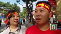 Cổ động viên trọn niềm tin chiến thắng cho cầu thủ U23 Việt Nam trước giờ bóng lăn