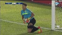 Samson tấn công cầu thủ đối phương ở AFC Cup