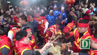 Hà Nội: Mướt mồ hôi kéo lửa thi nấu cơm theo cách cổ xưa nhất