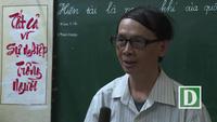 """Thầy giáo khuyết tật 30 năm """"không được ngồi"""" miệt mài dạy toán ở Hà Nội"""