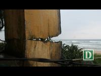 """Người dân Quảng Ngãi lo sợ biển """"nuốt"""" nhà"""