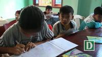 Lớp học tình thương cho trẻ em khuyết tật của bà giáo già