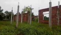 Clip: Cận cảnh công trình trường học bị bỏ hoang.