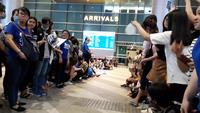 Bạn trẻ Đà Nẵng phấn khích đón chào Siwon tại sân bay