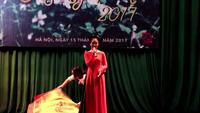 Nữ sinh hát ca trù gây ấn tượng tại cuộc thi Đại sứ THPT Chu Văn An