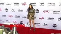 Kylie Jenner rạng rỡ trên thảm đỏ