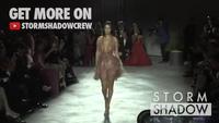 Bella Hadid bốc lửa diễn thời trang