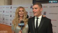 Paris Hilton đẹp đôi bên Chris Zylka