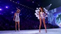 Lily Aldridge trình diễn cho Victoria's Secret