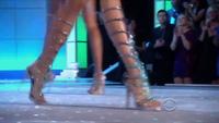 Karlie Kloss trình diễn cho Victoria's Secret