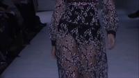 Gigi Hadid cuốn hút trên sàn catwalk