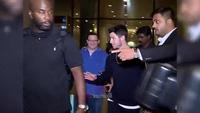 Nick Jonas cùng bố mẹ tới Ấn Độ