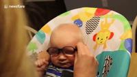 Lần đầu đeo kính nhìn thấy rõ mẹ của bé Everett