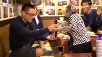 Video khỉ phục vụ ở nhà hàng Nhật Bản.