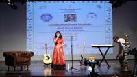 Cô bé Ấn Độ hát 102 ngôn ngữ khác nhau trong buổi hòa nhạc kéo dài hơn 6 tiếng