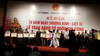 Lễ trao bằng Tổ quốc ghi công tới đại diện 498 gia đình liệt sĩ.