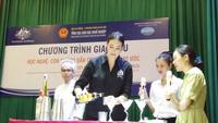 Emillia Moutague - Đại sứ nghề Australia đang trình diễn nghề Bantender