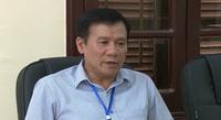 Phó chủ tịch huyện Kim Bôi trao đổi về cây cầu không có đường dẫn