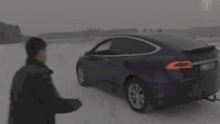 "Xem Tesla Model X ""kéo co"" với Toyota Land Cruiser"