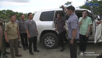 Philippines nghiền nát xe ô tô nhập lậu (2)