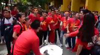 Cổ động viên vây kín sân Hàng Đẫy, cổ vũ cho U23 Việt Nam