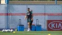 C.Ronaldo hưng phấn tập luyện sau cú hattrick vào lưới Tây Ban Nha