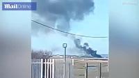 Khoảnh khắc phi công Anh thoát chết trong gang tấc từ máy bay chiến đấu nổ tung trên không