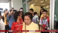 Đội bóng thiếu niên Thái Lan xuất viện sau cuộc giải cứu thần kỳ