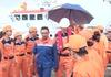 Cứu thuyền viên Malaysia trôi dạt trên biển