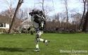Robot Atlas cùng khả năng chạy bộ, nhào lộn, giữ thăng bằng hoàn hảo bằng 2 chân