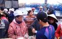 """Bình Định: Sau Tết, hàng thủy sản bán chạy như tôm tươi, lái buôn """"giành"""" nhau mua"""
