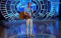 """Tranh cãi việc thí sinh American Idol bị giám khảo… """"hôn trộm"""""""