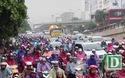 Đường phố Hà Nội ùn tắc kéo dài sau mưa lớn