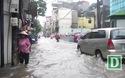 Mưa lớn khiến nhiều khu vực Hà Nội ngập sâu