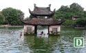 Trẻ em tắm giải nhiệt ở hồ nghìn tuổi ngoại thành Hà Nội