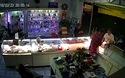Camera cận cảnh xảy ra vụ cướp tại cửa hàng ĐTDĐ Anh Tú