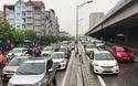 Hà Nội ùn tắc nhiều tuyến đường sau trận mưa lớn đêm qua