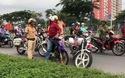 Chạy vào đường cấm, nam thanh niên chống đối CSGT rồi… bỏ xe