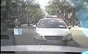 Nam thanh niên hành hung người đi taxi sau va chạm giao thông