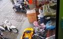 Bài học vì chở con nhỏ bằng xe máy, dừng xe nhưng không tắt máy