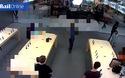 Nhóm trộm ngang nhiên lấy cắp hàng chục chiếc iPhone tại Apple Store giữa ban ngày