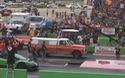 Bất ngờ với màn so tài tốc độ giữa siêu xe Lamborghini và xe tải