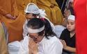Vợ nghệ sĩ Thanh Sang khóc nghẹn ngào trong tang lễ của chồng