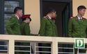 Các bị cáo được đưa về phòng riêng sau phiên xử buổi sáng