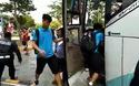 Các cầu thủ Olympic Việt Nam di chuyển tới sân Wibawa Muki