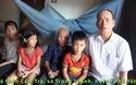 Rớt nước mắt bà cụ 80 tuổi nuôi đàn con tâm thần và 3 cháu mồ côi