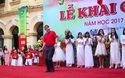 Clip múa phụ họa hài hước của thầy hiệu trưởng trường Việt Đức