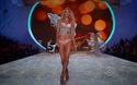 Martha Hunt trình diễn cho Victoria's Secret